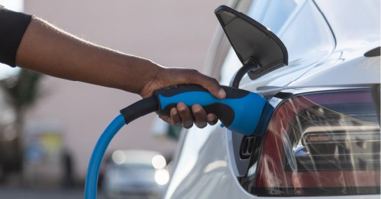5 Vantagens dos Veículos Híbridos Plug-in